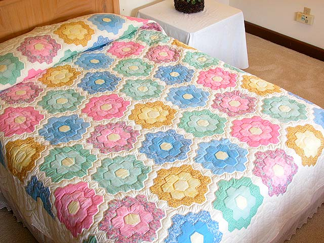 Pastel Multicolor Flower Garden Quilt Photo 1