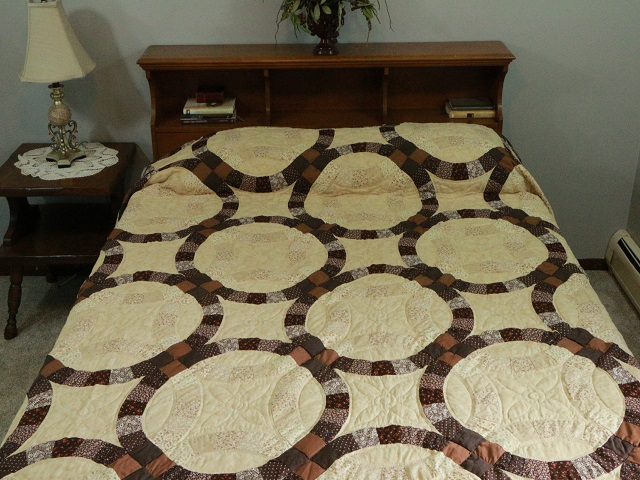 Brown and Tan Wedding Ring Quilt Photo 1