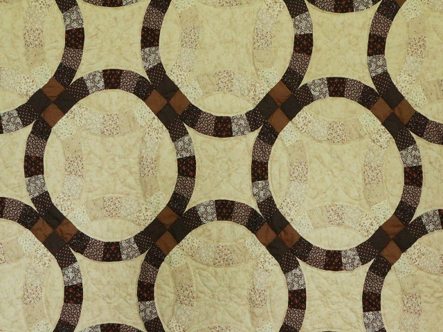 Brown and Tan Wedding Ring Quilt Photo 3