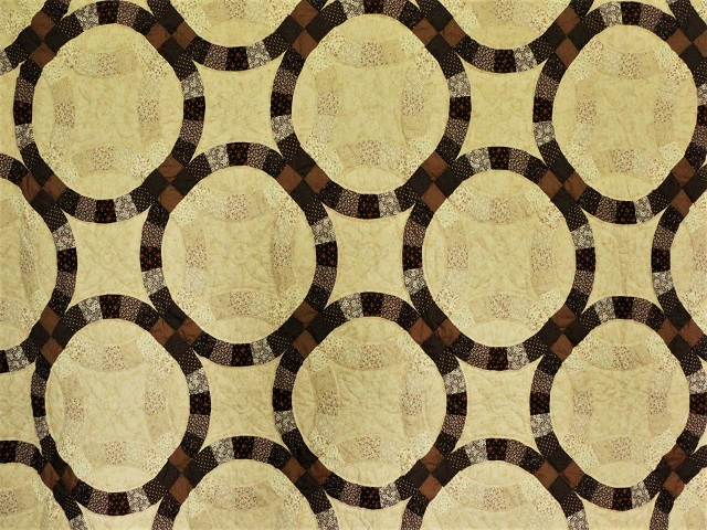 Brown and Tan Wedding Ring Quilt Photo 4