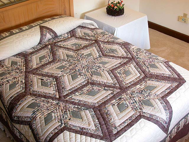 Lavender Diamond Log Cabin Star Quilt Photo 1