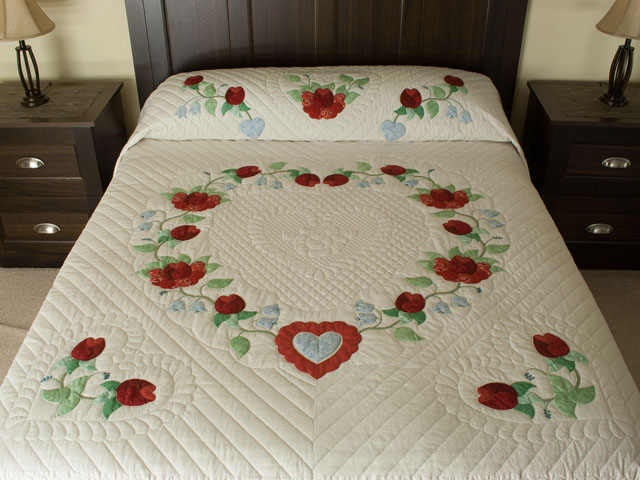 Heart of Roses Quilt in King Coral, paprika, blue and green on ivory Photo 1