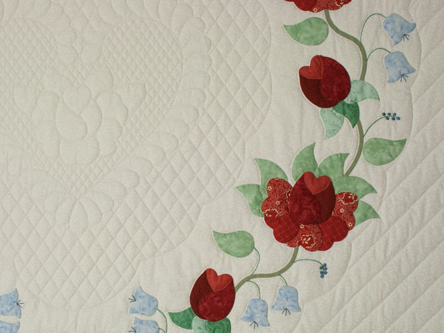 Heart of Roses Quilt in King Coral, paprika, blue and green on ivory Photo 4