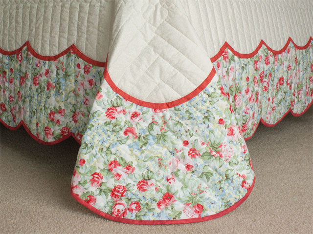 Heart of Roses Quilt in King Coral, paprika, blue and green on ivory Photo 7