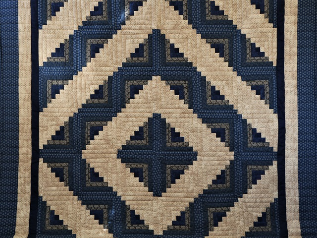 Log Cabin Navy and Tan Quilt Photo 2