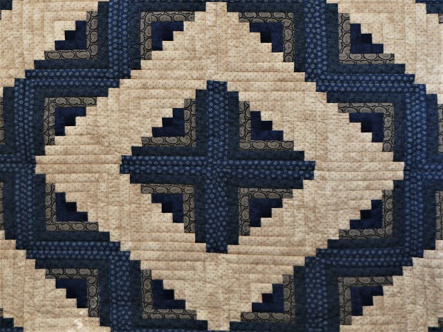 Log Cabin Navy and Tan Quilt Photo 3