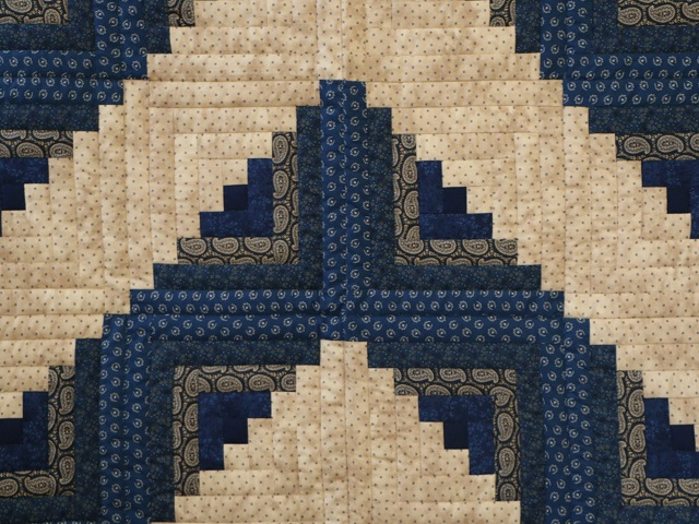 Log Cabin Navy and Tan Quilt Photo 6