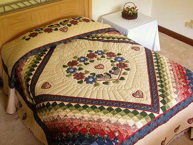 King Blue Rose Tan Sweetheart Sunshine and Shadow Quilt Photo 1