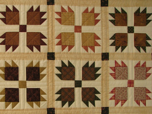 Twin Green and Multi color Bears Paw Quilt Photo 5