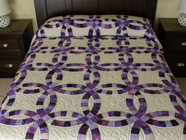 QUEEN SIZE BED Wedding Ring charming raspberry, purple, and lilac fabrics in batiks Photo 1
