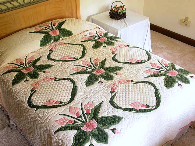 Rose and Green Country Lily Quilt Photo 1