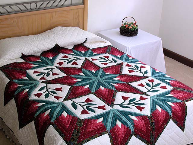 Burgundy and Green Eight Point Tulip Wreath Quilt Photo 1