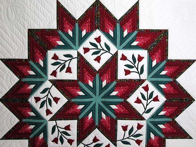 Burgundy and Green Eight Point Tulip Wreath Quilt Photo 3