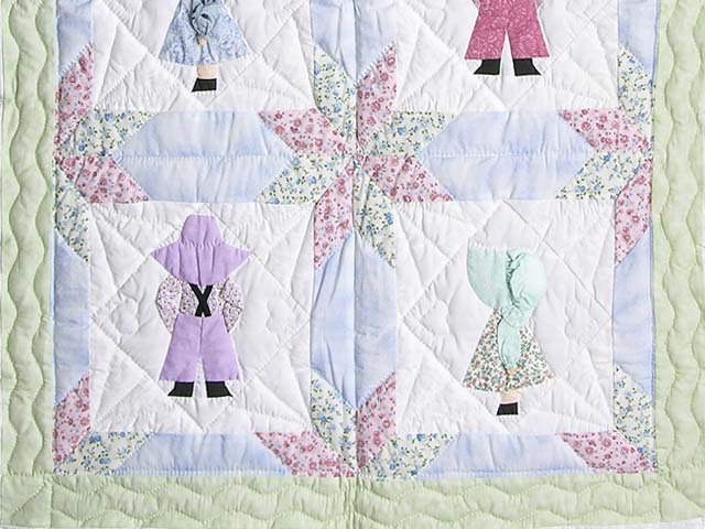 Pastel Sunbonnet Sue Crib Quilt Photo 3