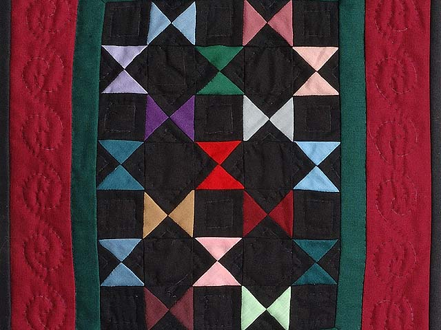 Mini Red and Green Bow Ties Quilt Photo 2