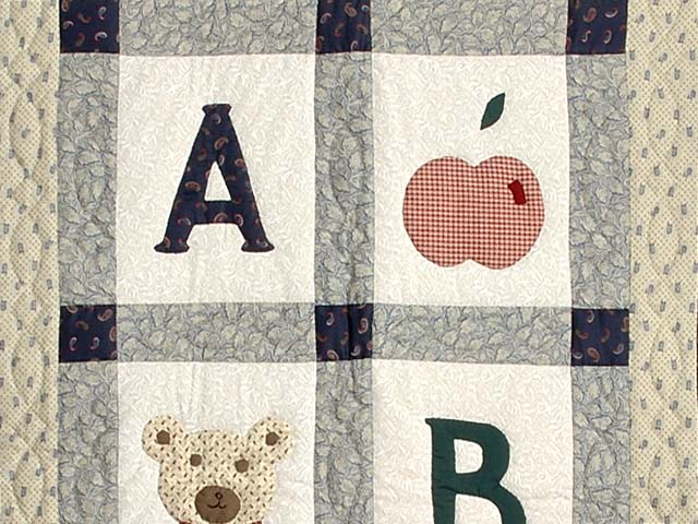 Apple Bear and Cat Applique Crib Quilt Photo 2