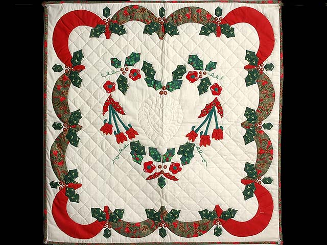 Red Green and Gold Holly Heart Wall Hanging Photo 1