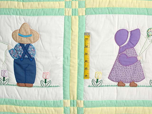 Sunbonnet Sue & Bill Crib Quilt Photo 3