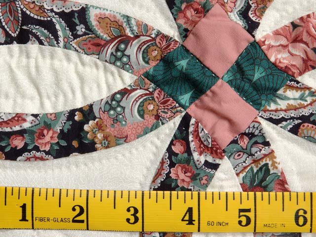 Miniature Rose and Green Double Wedding Ring Quilt Photo 4