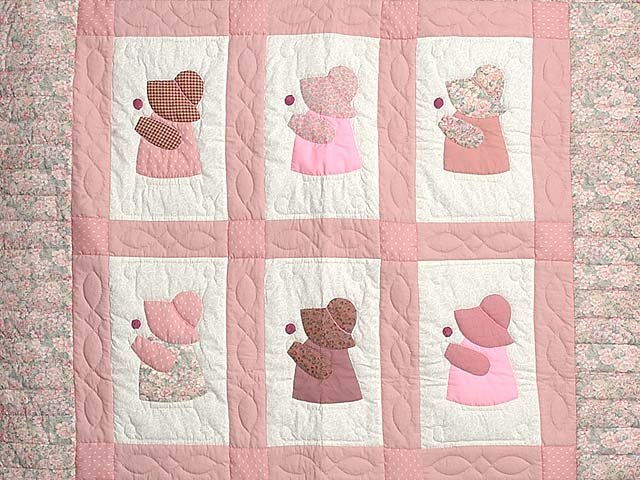 Pink Sunbonnet Sue Crib Quilt Photo 2
