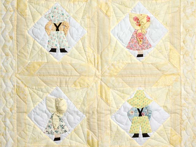 Pastel Yellow Sunbonnet Sue Crib Quilt Photo 2