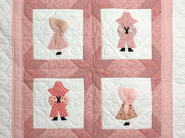 Pastel Pink Sunbonnet Sue Crib Quilt Photo 2