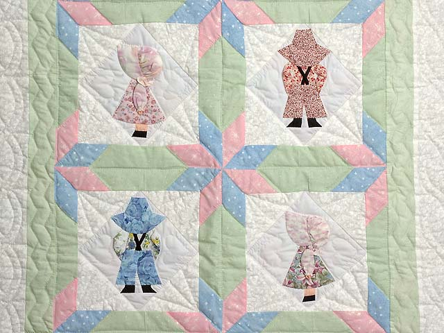 Pastel Sunbonnet Sue Crib Quilt Photo 2