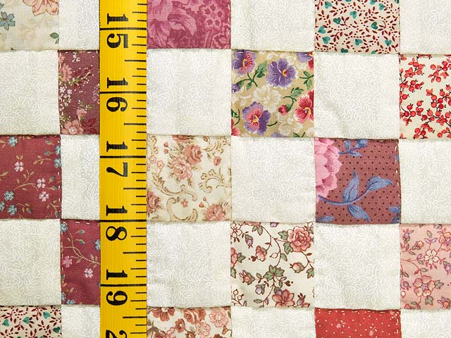 Rose and Cream Blocks Crib Quilt Photo 4