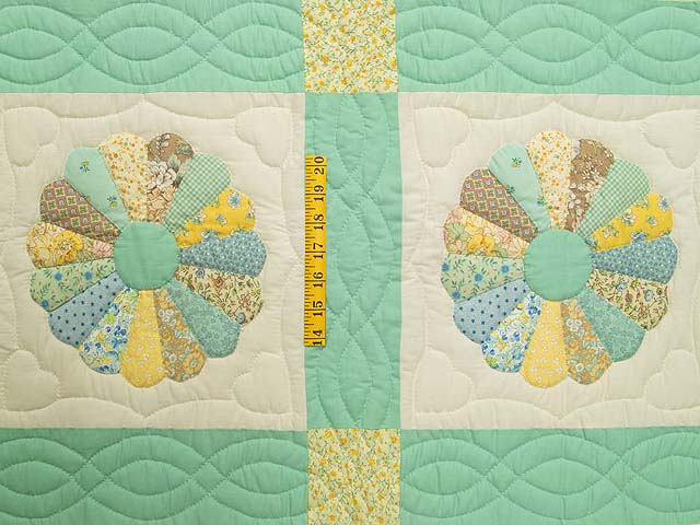 Pastel Green Dresden Plate Crib Quilt Photo 3