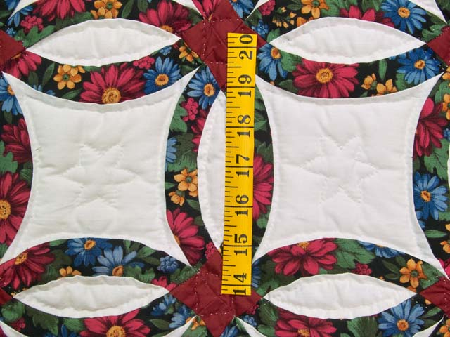 Mini Red and Green Double Wedding Ring Quilt Photo 3