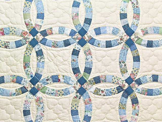 Blue and Cream Double Wedding Ring Crib Quilt Photo 2