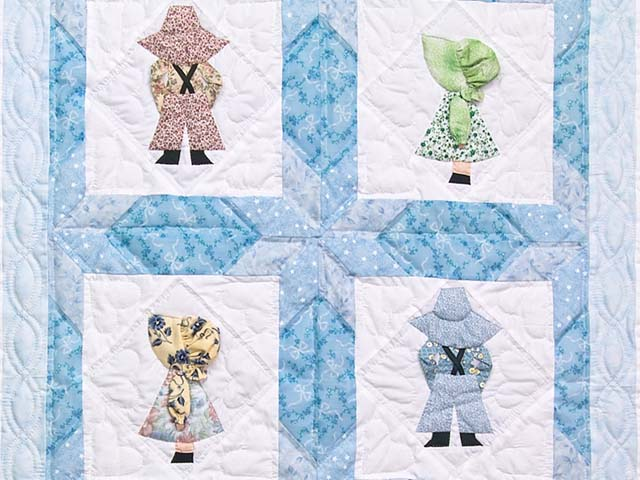 Blue Sunbonnet Sue & Bill Crib Quilt Photo 2
