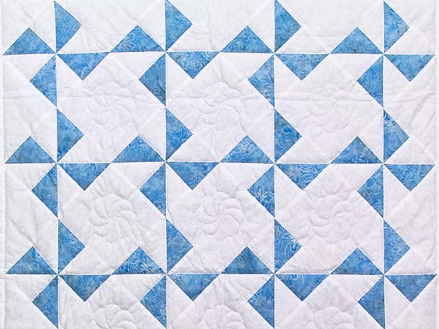 Sterling Blue and Cream Pinwheel Crib Quilt Photo 2