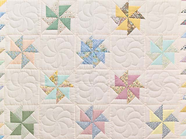 Pastel  Pinwheels Crib Quilt Photo 2
