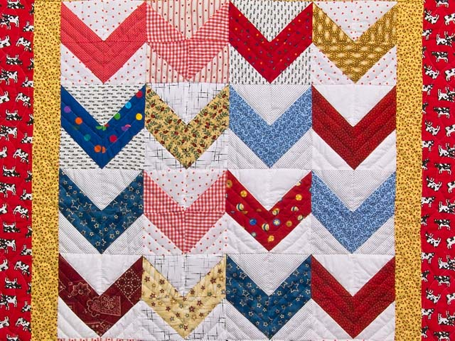 Multicolor Zig Zag Crib Quilt Photo 2