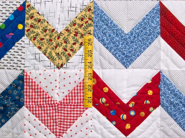 Multicolor Zig Zag Crib Quilt Photo 3