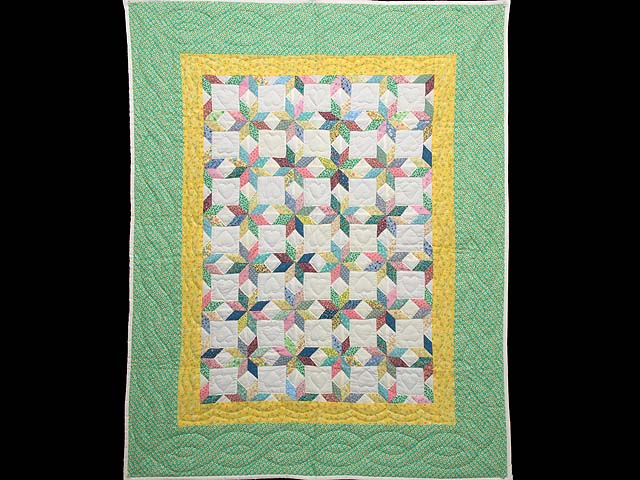 Green and Yellow Little Stars Crib Quilt Photo 1