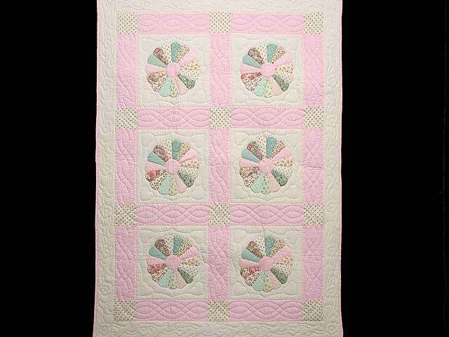 Pastel Pink Dresden Plates Crib Quilt Photo 1