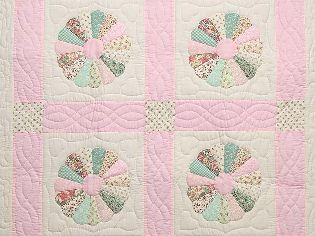 Pastel Pink Dresden Plates Crib Quilt Photo 2
