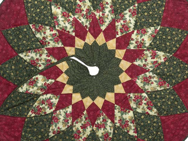 Red Green and Gold Dahlia Star Christmas Tree Skirt Photo 2