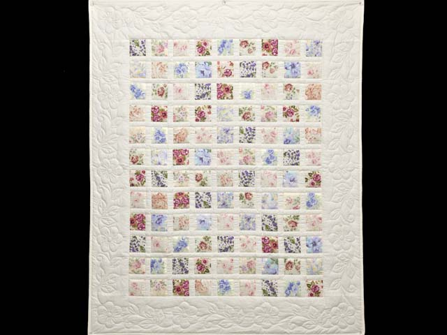 Floral Delight Crib Quilt Photo 1