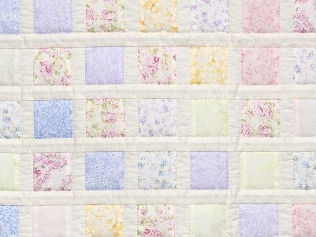 Pastel Delight Crib Quilt Photo 2