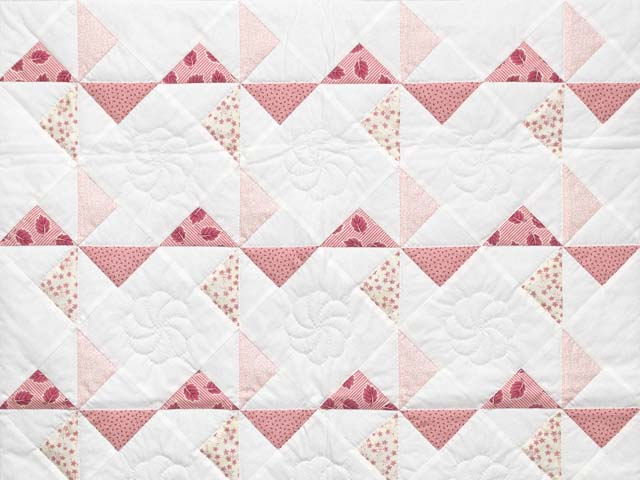 Pink Rose and Cream Pinwheel Crib Quilt Photo 2