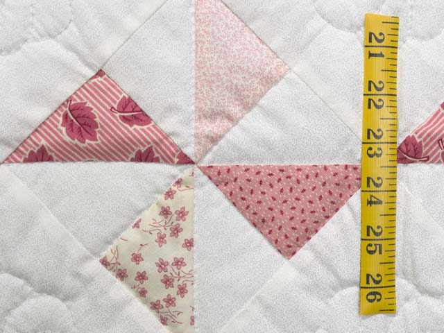 Pink Rose and Cream Pinwheel Crib Quilt Photo 4