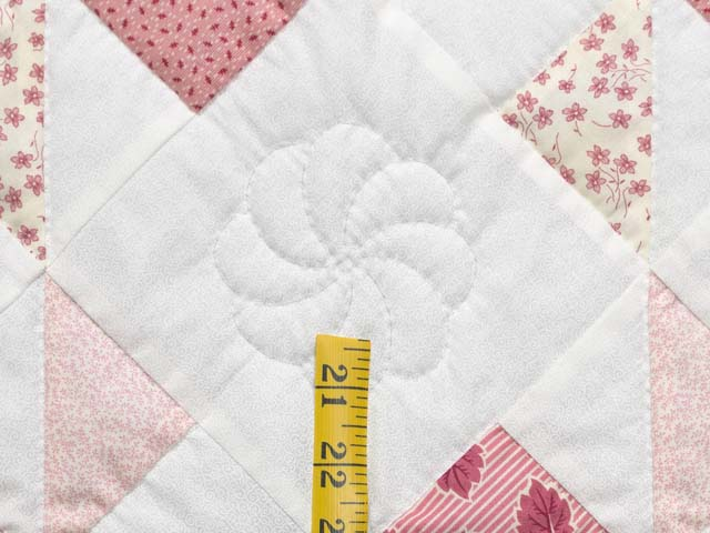 Pink Rose and Cream Pinwheel Crib Quilt Photo 5