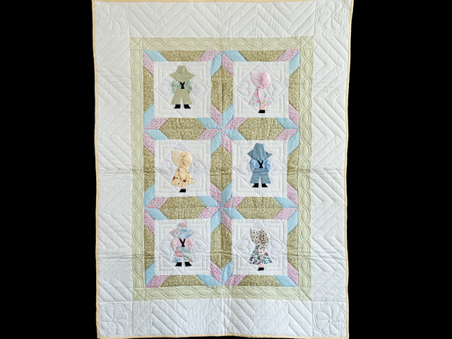 Puffy Hat Sunbonnet Sue & Bill Crib Quilt Photo 1