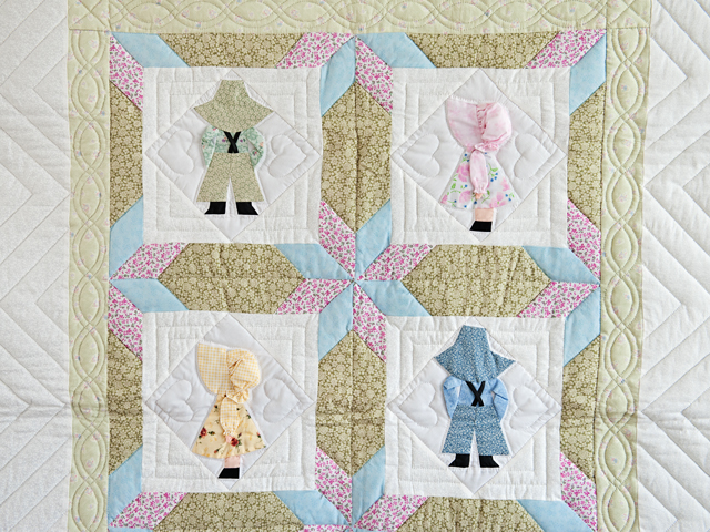 Puffy Hat Sunbonnet Sue & Bill Crib Quilt Photo 2