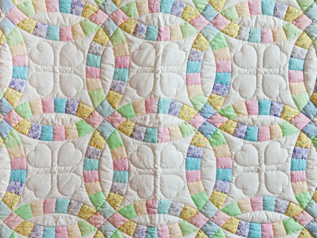 Pastel and Cream Wedding Ring Crib Quilt Photo 2