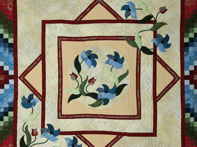 Rainbow Reflections Wall quilt Reds/blues/greens/on ivory Photo 2