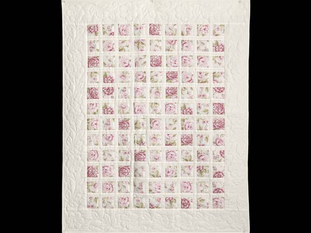 Rose Floral Delight Crib Quilt Photo 1